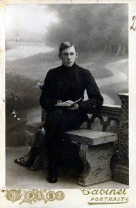 Фотография ученика 8 класса гимназии Валентина Ладыгина. 05.12.1917 г.