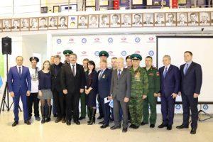 Участники автопробега и представители администрации г. Лесной. 29.11.2018