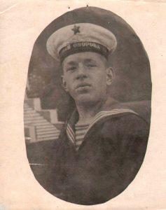 Военнослужащий Красной Армии и Военно-морского флота 1940-1941 гг. (ГААОСО. Ф. Р-1. Оп. 2. Д. 31775. Л. 90)