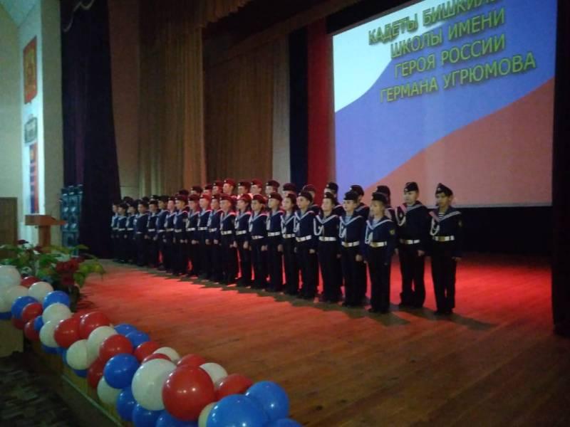 Кадетский хор исполняет патриотическую песню «Жизнь – Родине, честь-никому»