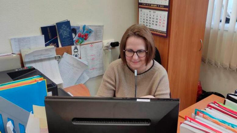 Заведующий отделом комплектования архивными документами Е.Ю. Петрова в процессе семинара
